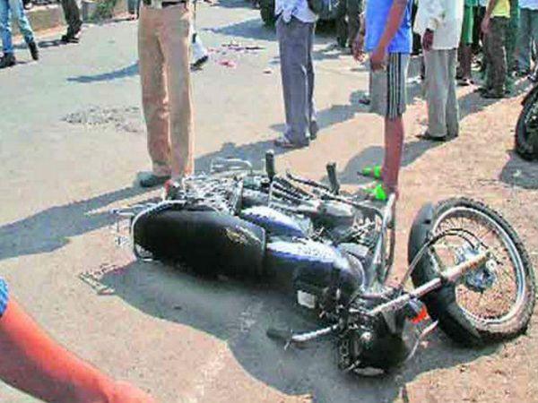 ग्रेनेड चौक के पास एक्सीडेंट में बाइक को टक्कर मार दी। - Dainik Bhaskar