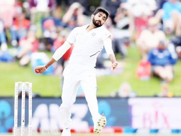 जसप्रीत बुमराह ने ऑस्ट्रेलिया दो टेस्ट मैचों में आठ विकेट ले चुके हैं। शोएब अख्तर ने बुमराह की गेंदबाजी की तारीफ की है। - Dainik Bhaskar