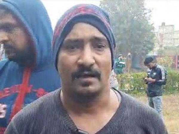 घटना के चश्मदीद देवेंद्र ने बताया कि हादसे में उसके चाचा की मौत हो गई, पिता घायल हैं।