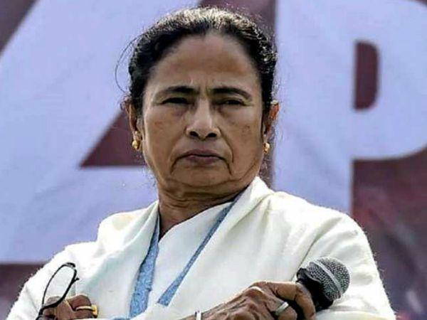 पश्चिम बंगाल की मुख्यमंत्री ममता बनर्जी ने कहा कि केंद्र की भाजपा सरकार बंगाल की जनता को गुमराह करने की कोशिश कर रही है। (फाइल फोटो) - Dainik Bhaskar