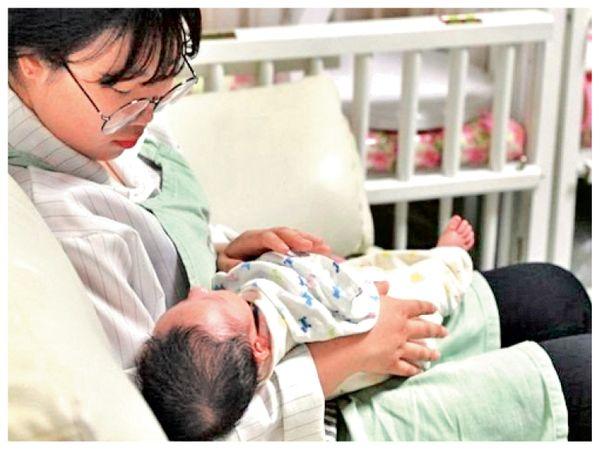 साल 2020 में जन्म से ज्यादा मौतें हुई हैं। दक्षिण कोरिया पहले से ही दुनिया में सबसे कम जन्म दर वाला देश है। - Dainik Bhaskar