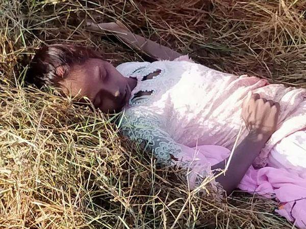 युवती की हत्या धारदार हथियार से वारकर की गई है। - Dainik Bhaskar