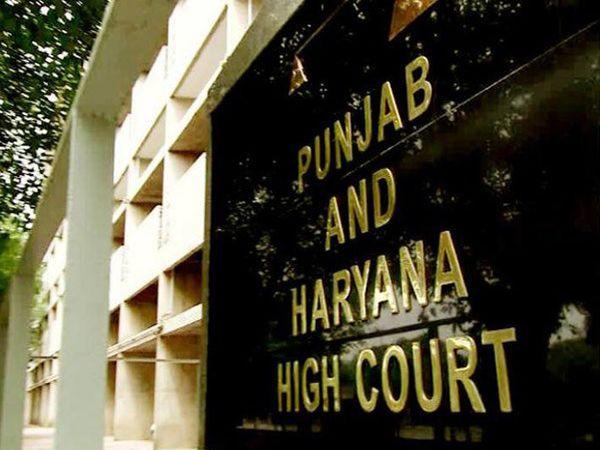 पंजाब-हरियाणा हाईकोर्ट में हरियाणा के डिप्टी CM दुष्यंत के खिलाफ टिप्पणी के मामले की सुनवाई चल रही है। - Dainik Bhaskar