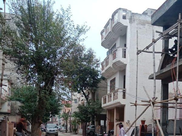 शहर के एनइबी में डीएसपी का घर जहां रिश्वत ली गई। - Dainik Bhaskar