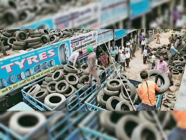 नगर निगम ने पुलिस फोर्स भी साथ रखी ताकि कोई घटना न हो। - Dainik Bhaskar