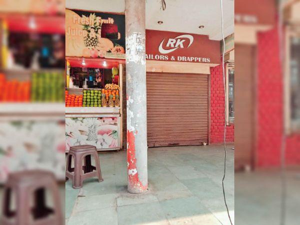 दुकानदारों ने कहा- बूथ भी सील होना चाहिए था। - Dainik Bhaskar