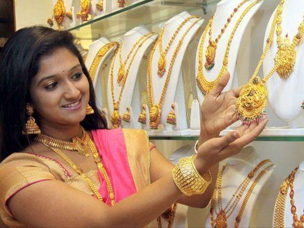 फरवरी में डिलीवर होने वाले सोने की कीमत 0.12 प्रतिशत की बढ़त के साथ 51,780 रुपए प्रति 10 ग्राम हो गई - Dainik Bhaskar