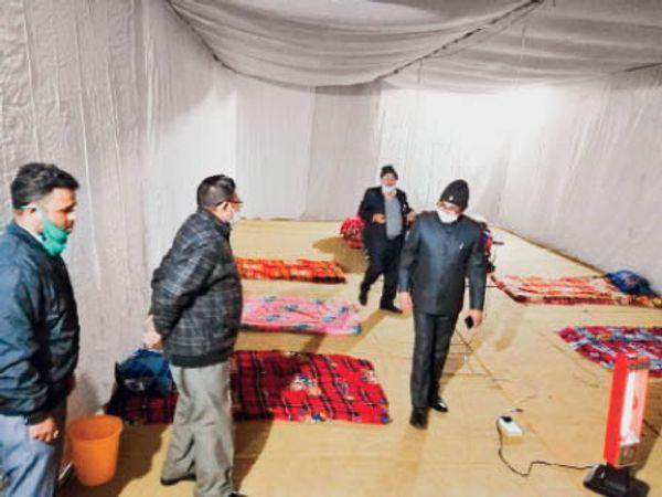 रैन बसेरे में सुविधाओं का जायजा लेते निगम कमिश्नर - Dainik Bhaskar