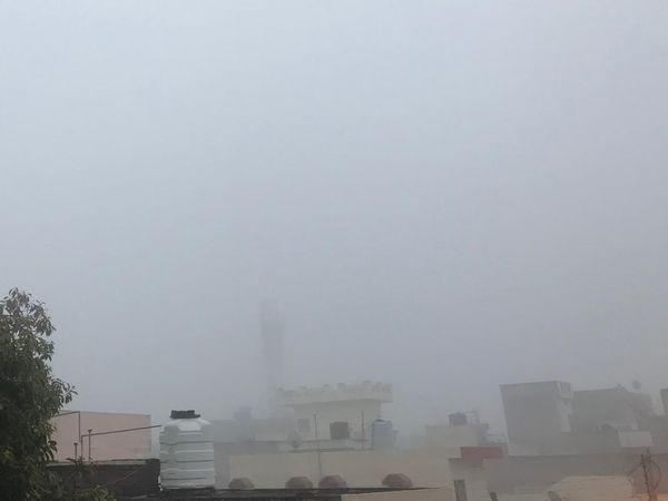 जालंधर में वीरवार की सुबह छाई धुंध। - Dainik Bhaskar