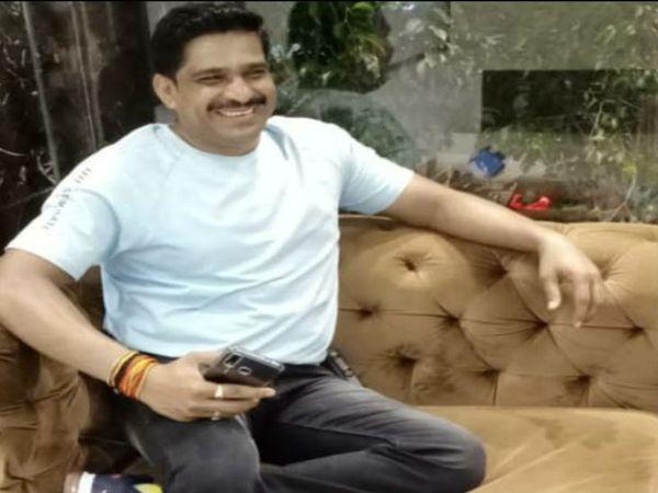 दोपहर 2 बजे जब सुदेश खोड़े का शव घर पहुंचा, तो परिजन का रो-रोकर बुरा हाल हो गया। - Dainik Bhaskar