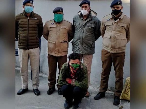 कुल्लू के बहुचर्चित हनीट्रैप से जुड़ा युवक पुलिस की गिरफ्त में। इस मामले में कुल 10 लोग इन दिनों जेल में हैं। - Dainik Bhaskar