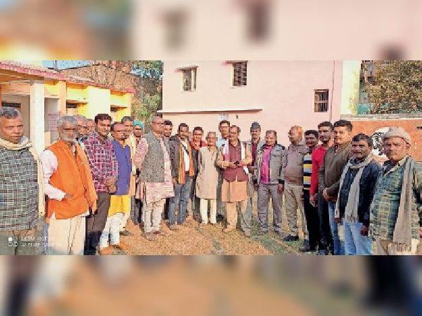 मंझौल में राममंदिर निर्माण को ले आयोजित बैठक में शामिल कार्यकर्ता। - Dainik Bhaskar