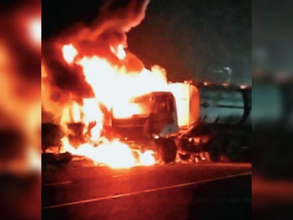 आग से टैंकर पूरी तरह जल गया। - Dainik Bhaskar