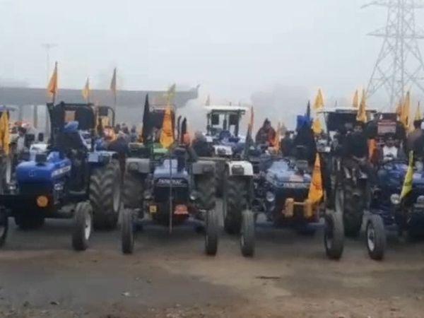भोगपुर में ट्रैक्टर रैली निकालने की तैयारी करते किसान। - Dainik Bhaskar
