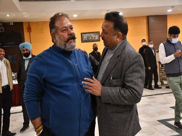 कांग्रेस से मेयर पद के उम्मीदवार दविंदर सिंह बबला और BJP से मेयर पद के उम्मीदवार रविकांत शर्मा।