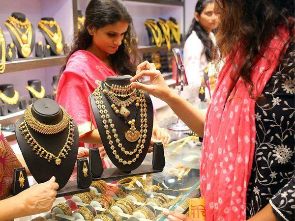 फरवरी में डिलीवर होने वाले सोने की कीमत 0.71 प्रतिशत की बढ़त के साथ 50,870 रुपए प्रति 10 ग्राम हो गई थी - Dainik Bhaskar