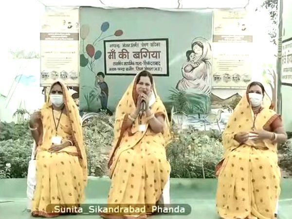 फंदा प्राथमिक शाला की रसोइया सुनीता से सीएम की चर्चा।