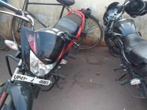 लखनऊ में अवध बस स्टेशन पर लावारिस मिली बाइकें। - Dainik Bhaskar