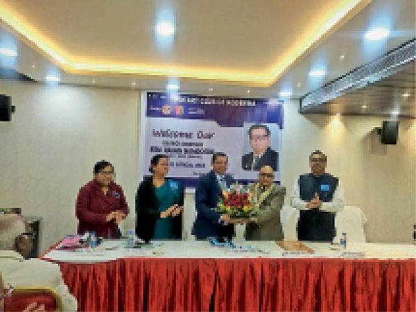 शहर के एक होटल में रोटरी के परियोजनाओं की विस्तार से जानकारी दी गई। - Dainik Bhaskar