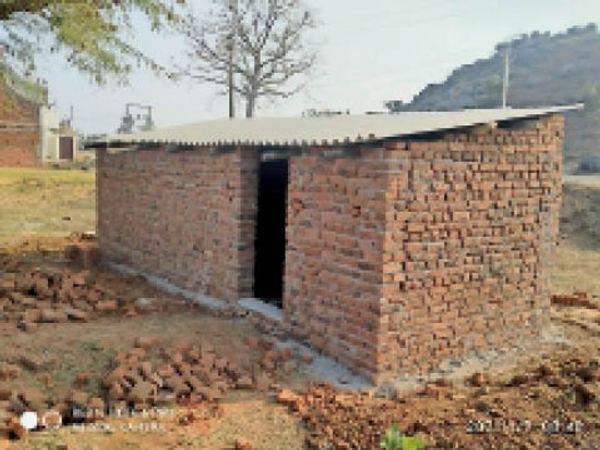 अवैध निर्माण - Dainik Bhaskar