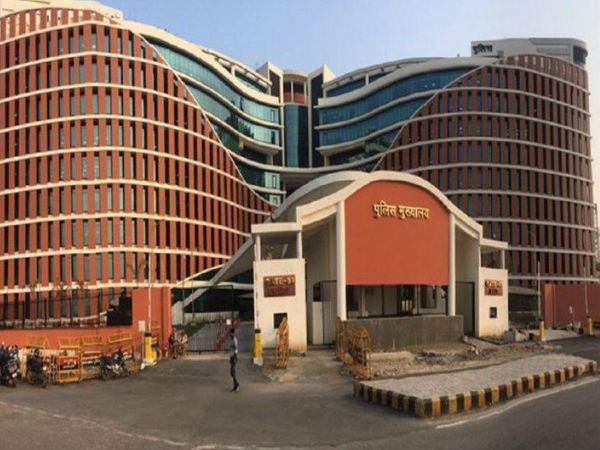लखनऊ में आए दिन हो रही आपराधिक घटनाओं को लेकर डीजीपी ने सख्त रुख अपनाया है। आज उन्होने मुख्यालय में आला अधिकारियों के साथ बैठक की। - Dainik Bhaskar