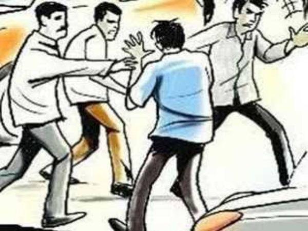 छत्तीसगढ़ के रायपुर में शराब की दुकान के बाहर चोरों लोगों की जेब से रुपए और गहने पार कर दिए। - Dainik Bhaskar