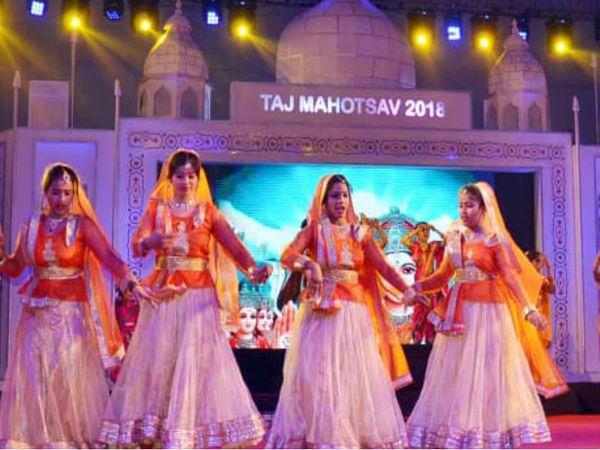यह बीते वर्ष की फोटो है। हर वर्ष 18 से 27 फरवरी तक आगरा के ताजमहल पूर्वी गेट के निकट शिल्पग्राम में ताज महोत्सव का आयोजन होता था। - Dainik Bhaskar