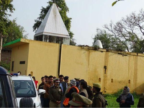 यूपी में बदायूं जिले के उघैती में 50 वर्षीय महिला के साथ एक मंदिर के पुजारी और उसके दो चेलों ने मिलकर जबरन गैंगरेप किया। - Dainik Bhaskar