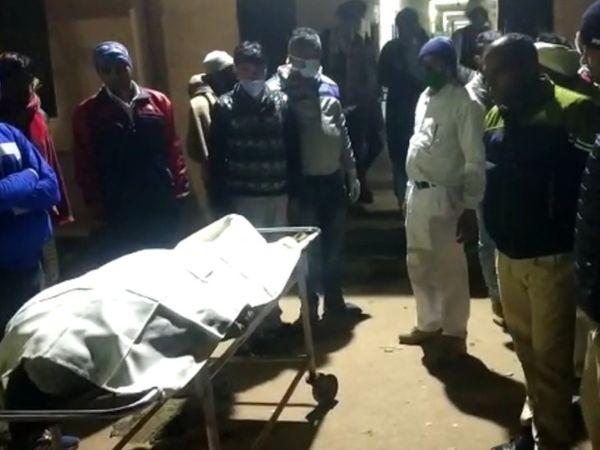 हिंडौनसिटी। पिकअप की टक्कर से आरएसी जवान की मौत हो गई। पुलिस शव को मोर्चरी में रखवाया। - Dainik Bhaskar