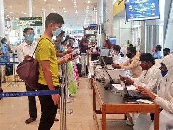चिकित्सा एवं स्वास्थ्य विभाग ने 23 व 24 दिसंबर को जो लोग ब्रिटेन से जयपुर आए हैं उनके घर पर मेडिकल टीम को भेजा गया था। उन सभी की मॉनिटरिंग की जा रही है। (प्रतीकात्मक फोटो) - Dainik Bhaskar