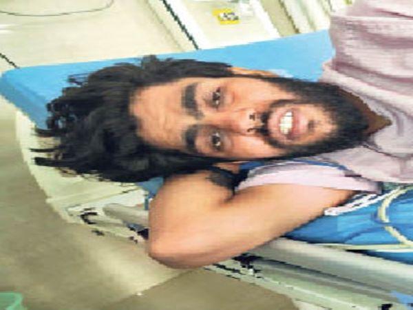 अस्पताल में भर्ती गैंगस्टर भोला। - Dainik Bhaskar