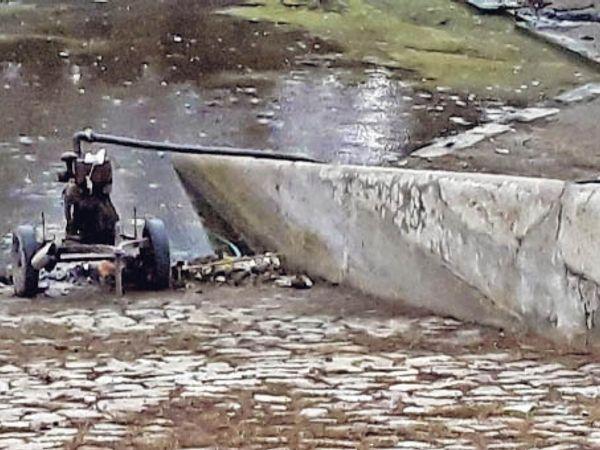5 जनवरी को लगाया पंप अब भी बंद है। इस वजह से माधव सागर के सफाई महाभियान में परेशानी का सामना करना पड़ रहा है। - Dainik Bhaskar