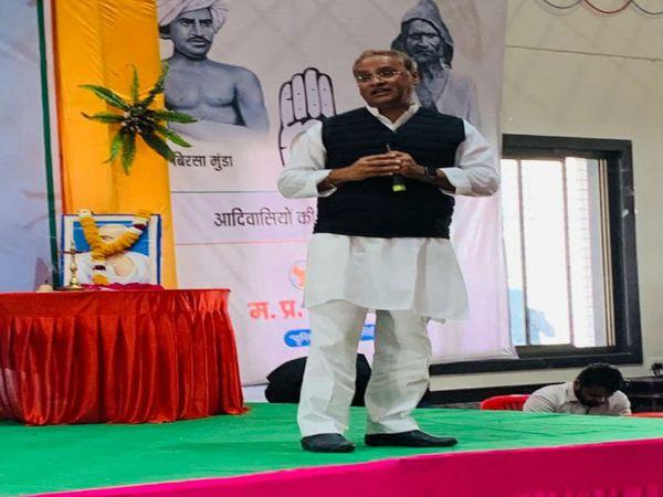 युवक कांग्रेस का धार के मोहनखेड़ा में 3 दिन का ट्रेनिंग कैंप रविवार को शुरू हो गया है। पहले दिन पूर्व मंत्री अरुण यादव सहित अन्य वरिष्ठ नेताओं ने युवाओं को टिप्स दिए। - Dainik Bhaskar