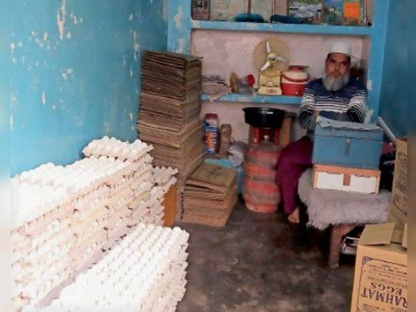 टीकमगढ़|अंडे के थोक बिक्रेता अनीस खान। - Dainik Bhaskar