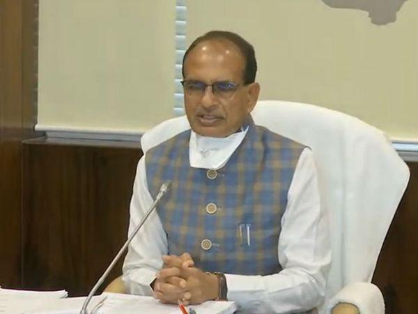मध्य प्रदेश में लापता युवतियों व बच्चियों के मामले में मुख्यमंत्री शिवराज सिंह चौहान ने उच्च स्तरीय बैठक बुलाई थी, जिसमें उन्होंने डीजीपी को आवश्यक निर्देश दिए। - Dainik Bhaskar