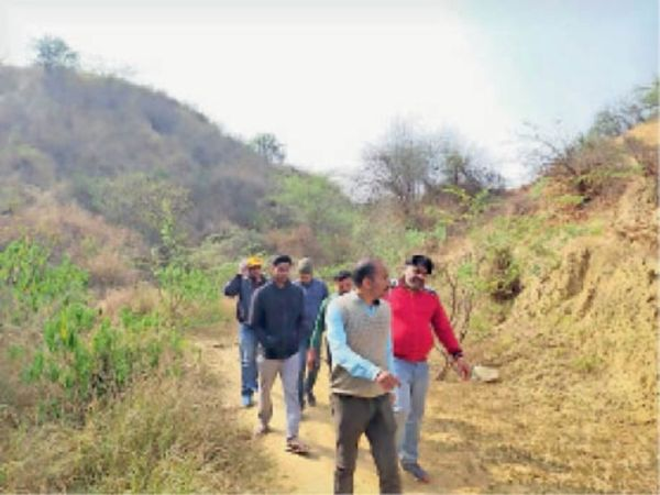 चंबल मैराथन की तैयारियों जांचते प्रदेश प्रभारी। - Dainik Bhaskar