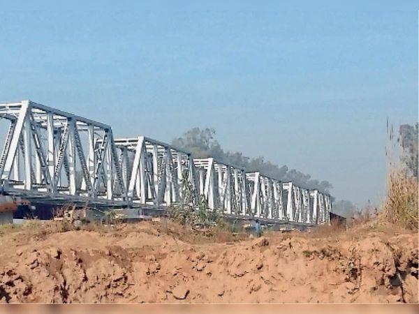 घग्गर नदी के तटों को अवैध माइनिंग से काफी नुकसान पहुंचा है। - Dainik Bhaskar