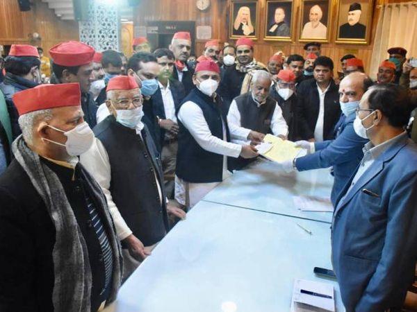 राजेंद्र चौधरी ने नामांकन दाखिल किया।