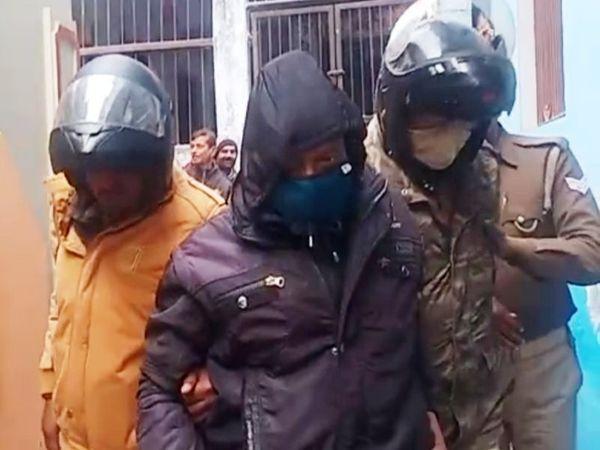 लड़की के बयान के बाद पुलिस ने लेखपाल को हिरासत में लिया। परिजन तहरीर रहे है। - Dainik Bhaskar