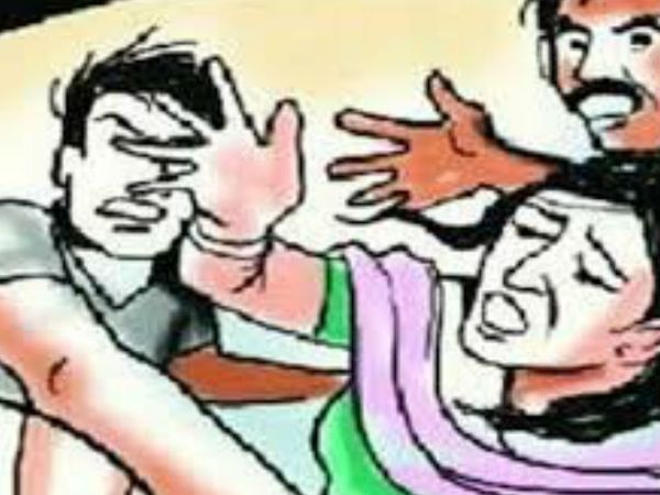 भोपाल में एक छात्रा से ज्यादती करने के बाद आरोपी प्रेमी ने  उसके घर में घुसकर छात्रा और उसके परिजनों से मारपीट की थी।- प्रतीकात्मक फोटो - Dainik Bhaskar