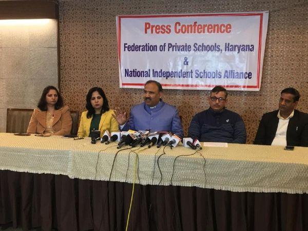 कुलभूषण शर्मा ने कहा वर्ल्ड बैंक की एक रिपोर्ट के मुताबिक अभी तक स्कूल बंद होने के कारण जो नुकसान हुआ है उसकी भरपाई के लिए लगभग 400 बिलियन डॉलर का खर्च आएगा। - Dainik Bhaskar