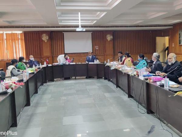 कोटा विश्वविद्यालय की प्रबंध समिति की 39वीं बैठक मंगलवार को हुई - Dainik Bhaskar