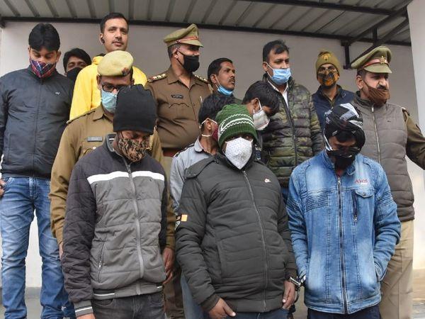 शराब और डांस पार्टी के बहाने फ़्लैटपर बुलाया गया था और बाद मेंगला दबाकर हत्या की वारदात को अंजाम दिया। - Dainik Bhaskar