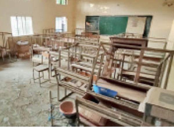 काॅलेजाें में निर्माण कार्य के कारण कक्षाओं के संचालन के लिए कमरे व्यवस्थित नहीं हैं। - Dainik Bhaskar