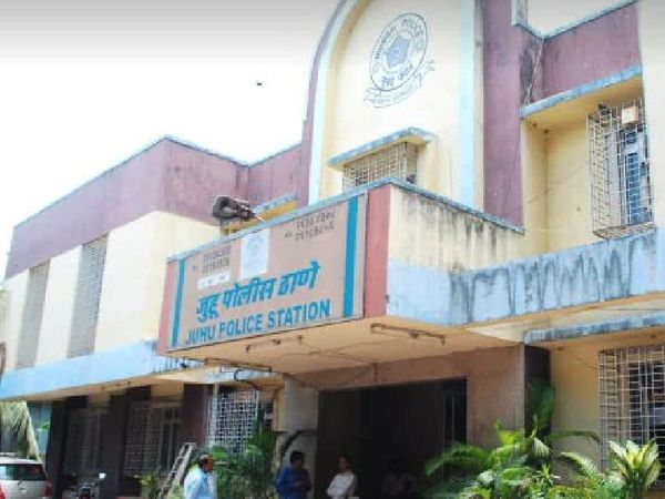 इस मामले को लेकर मुंबई के जुहू पुलिस स्टेशन में केस दर्ज किया गया है। - Dainik Bhaskar