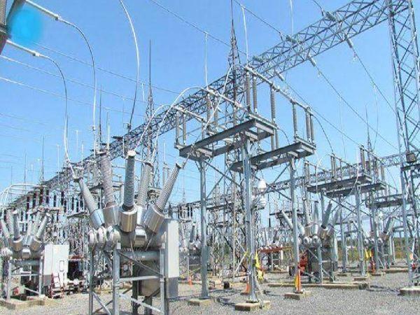 करंट तो बिजली से लगता है, लेकिन कंपनियों ने बिजली दर में छह प्रतिशत बढ़ोतरी की अनुमति मांगी है, आम जनता पर इससे 2629 करोड़ रुपए का बोझ पड़ेगा। - Dainik Bhaskar