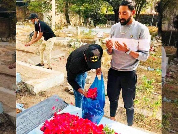मोहम्मद सिराज के पिता मोहम्मद गौस का निधन पिछले साल 20 नवंबर को हैदराबाद में हुआ था। तब सिराज ऑस्ट्रेलिया दौरे पर थे। - Dainik Bhaskar