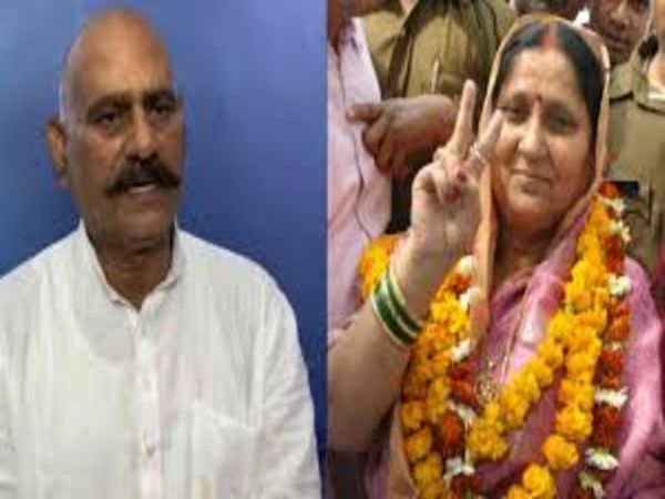 यूपी के बाहुबली विधायक विजय मिश्रा और उनकी पत्नी रामलली मिश्रा के खिलाफ विजिलेंस विभाग ने केस दर्ज किया है। फाइल फोटो - Dainik Bhaskar