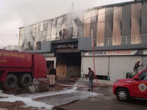 रात करीब 3 बजे लगी आग पर सुबह करीब 11.30 बजे तक आग पर काबू पाया गया।