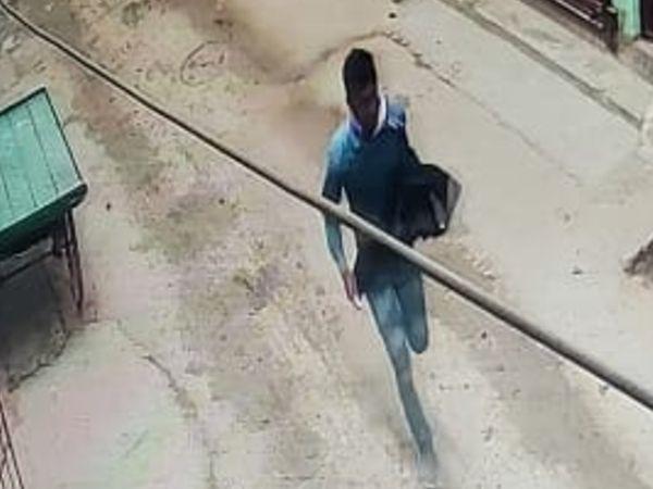 CCTV फुटेज में भागता हुआ दिख रहा हत्यारा। - Dainik Bhaskar